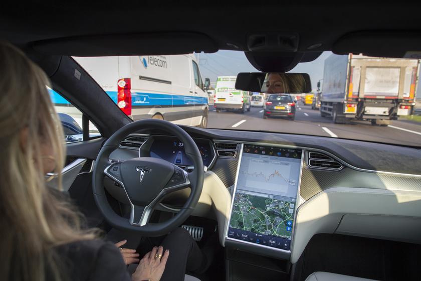 Tesla отрицает свою вину всмертельном ДТП. Компанию отлучили отрасследования