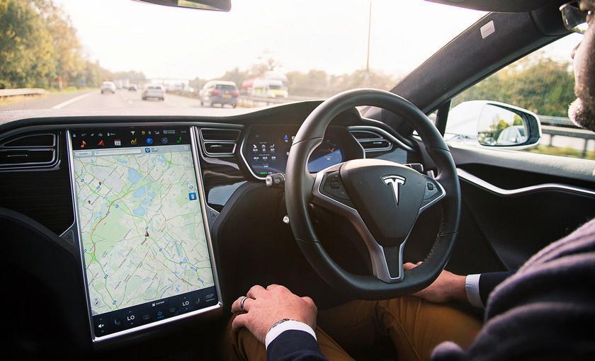 Водителя Tesla лишили прав за езду в пассажирском кресле
