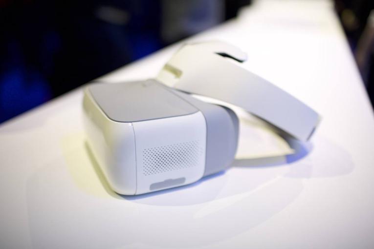 Компания DJI представила очки-контроллер для собственных дронов