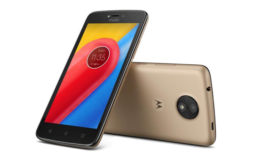Motorola представила недорогие мобильные телефоны Moto CиMoto CPlus