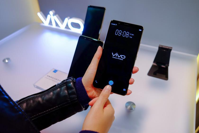 Vivo X20 Plus: the first smartphone with a built-in display scanner of fingerprints will be presented on January 24