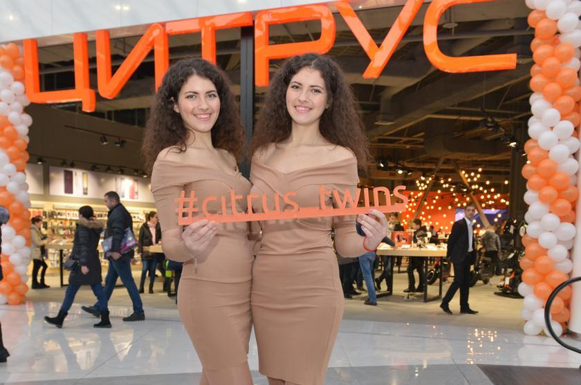 Шоу близнецов и 20 000 гривен на покупку техники Apple: Цитрус открыл флагманский магазин в Киеве