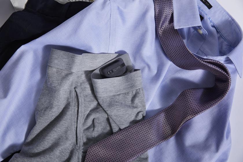 Фитнес-трекер Spire Health Tag крепится к одежде и не требует зарядки