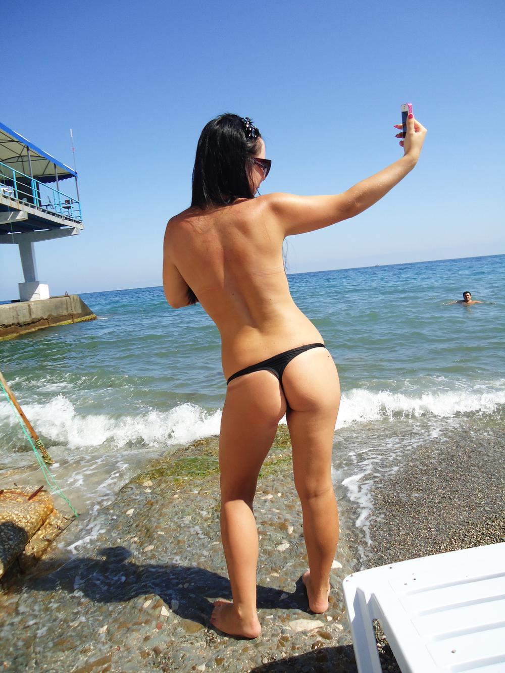 девки стринги на пляже фото