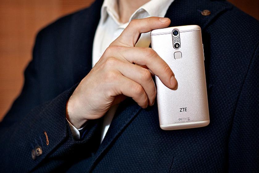 ZTE приостанавливает свою деятельность и задумывается над продажей мобильного подразделения