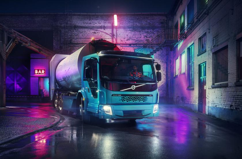Volvo FE Electric: a stylish electric garbage truck with a power reserve of 200 km and a power of 354 hp.