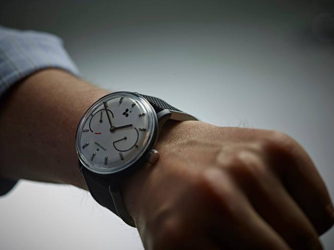 sequent-infinity-battery-life-smartwatch-1.jpg