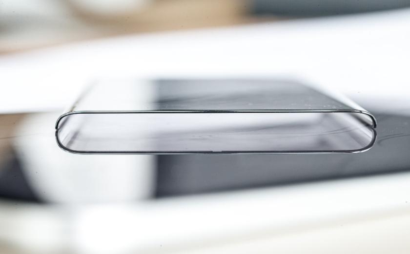 1-ый смартфон с результативной площадью монитора неменее 100%. Фото лицевой панели