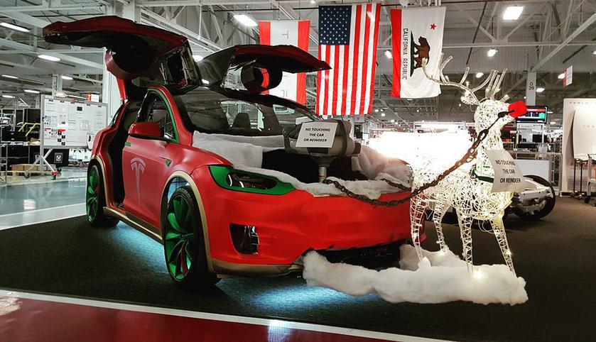 In cars Tesla the mode of Santa-Klausa was found out