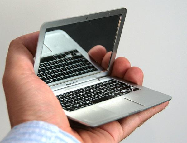 http://gagadget.com/files/u2/2011/12/MirrorBookAir01.jpg