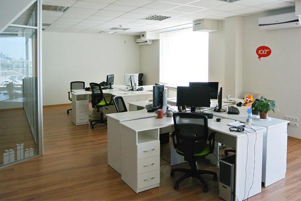 Люди за работой: рабочее место директора Obreey Products Дмитрия Шемета-4