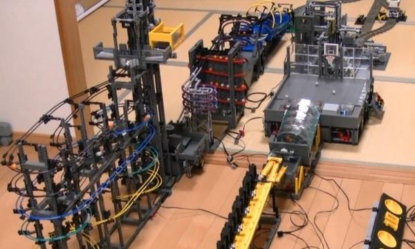 Гигантский перемещатель шариков LEGO, который «строился» 2 года (видео)