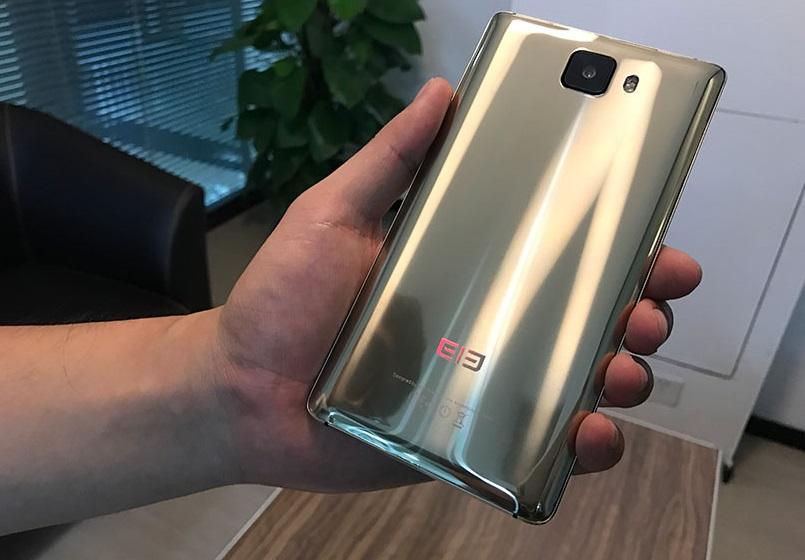 Вweb-сети интернет появились фотографии золотого Elephone S8