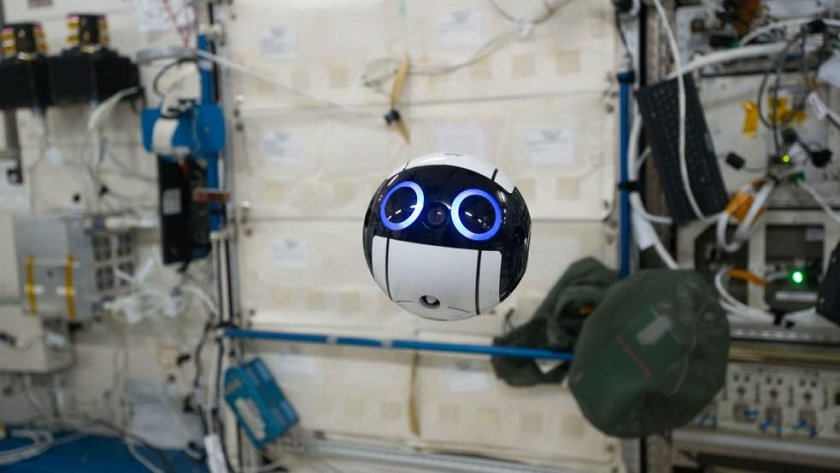 ВЯпонии показали робота-помощника для космонавтов, расположившихся наМКС