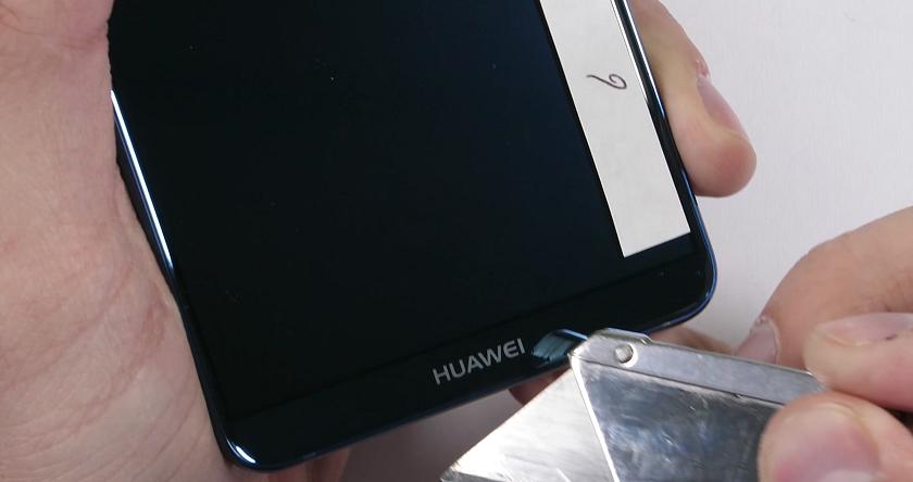JerryRigEverything поиздевался над Huawei P20 Pro, проверив его на прочность