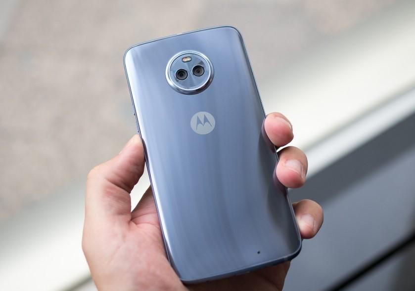1февраля выходит нарынок смартфон Moto X4