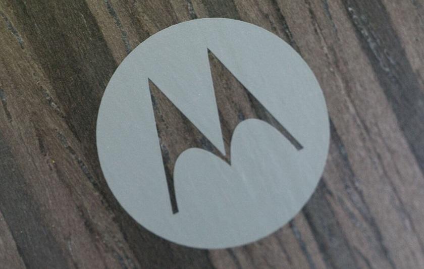 Фотографии прототипа смартфона Motorola появились вСети доофициального выхода