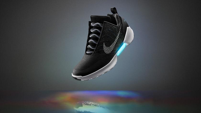 Самозашнуровывающиеся кроссовки Nike поступят напродажу вконце осени