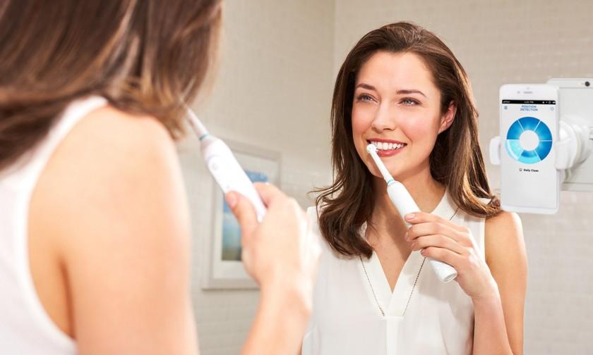 «Умная» зубная щетка Oral-B использует камеру смартфона