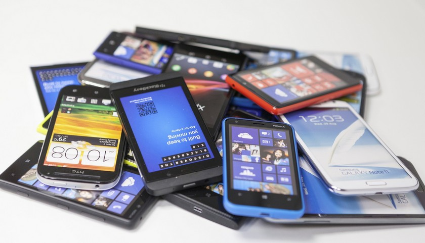 Продажи смартфонов с начала года выросли на 33%