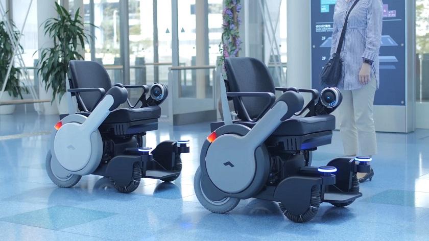 Panasonic тестирует автоматическое кресло-коляску