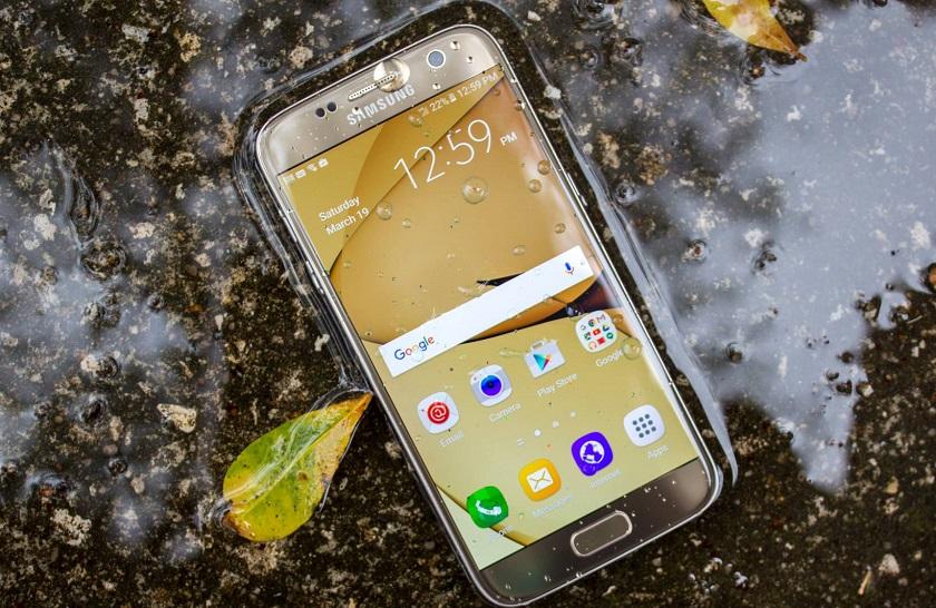 Устройства Samsung оснастят водоотталкивающими стеклами