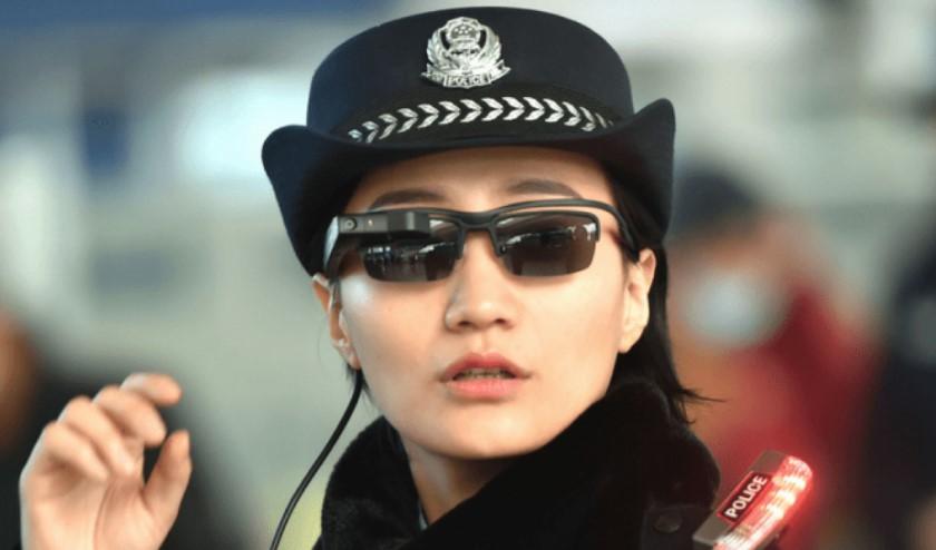 Полиция Китая задержала 33 нарушителя спомощью «умных очков»