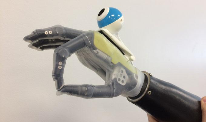 Видели, что брали: бионический протез руки скамерой