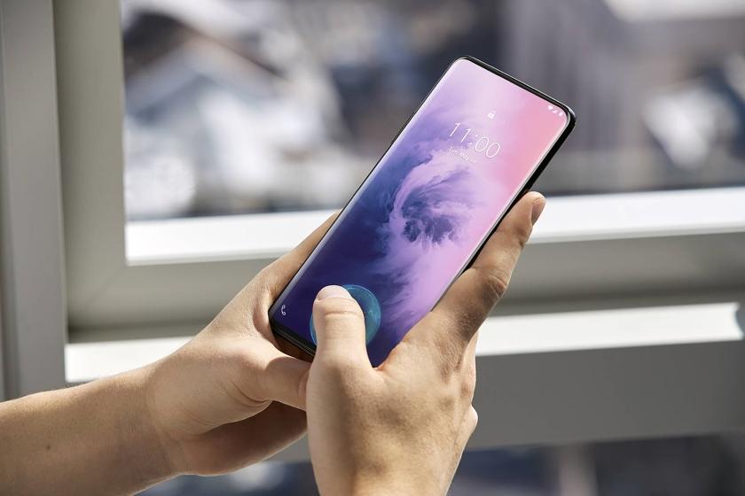 Xiaomi иOppo показали мобильные телефоны соскрытыми под дисплеем фронтальными камерами