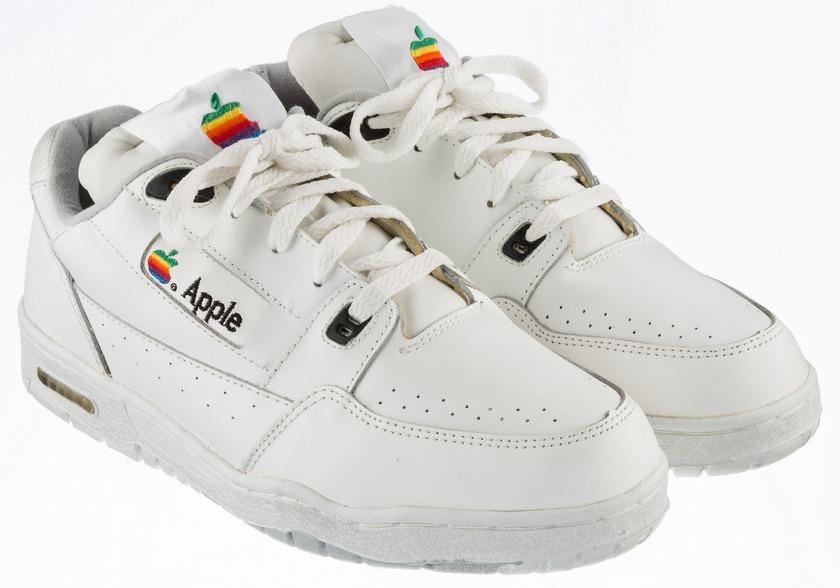 Винтажные кроссовки Apple пустят смолотка, стартовая цена— $15 тыс.