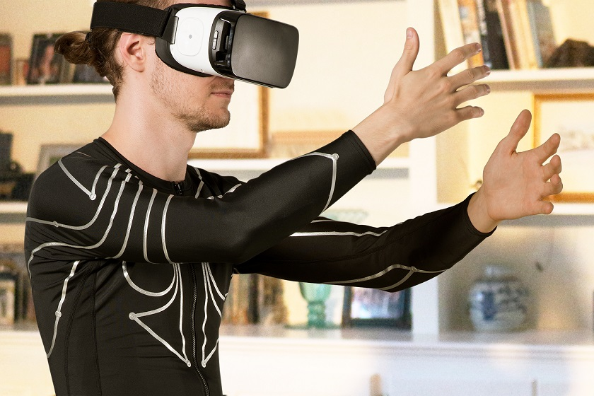 Кофта на змейке Xenoma e-skin превращает тело в VR-контроллер