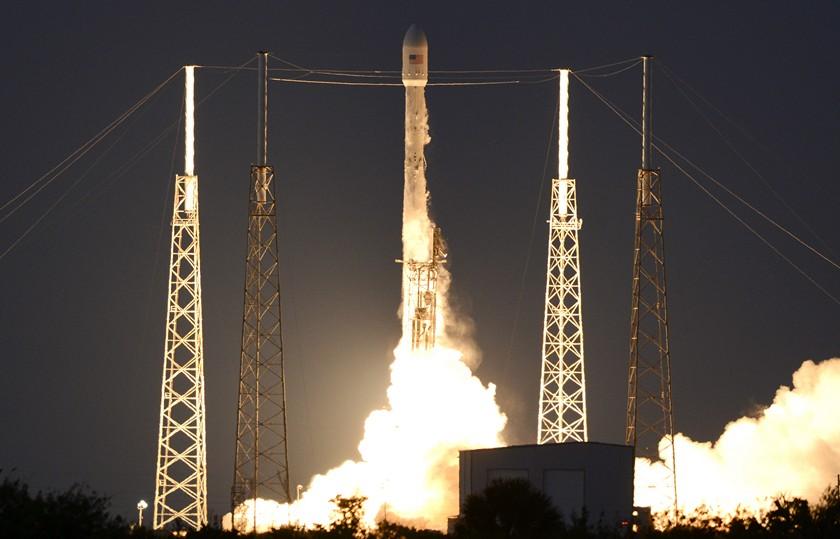 SpaceX с 5-той попытки запустила ракету Falcon 9 соспутником связи