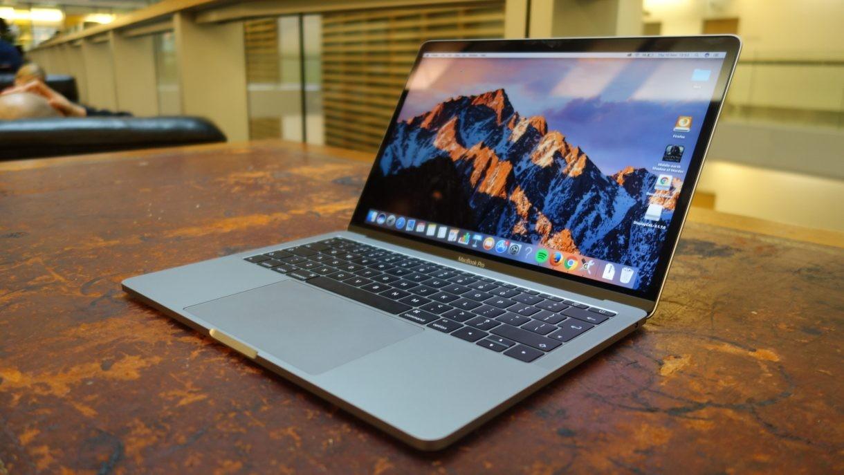 Apple бесплатно заменит батареи дефектной партии ноутбуков MacBook Pro