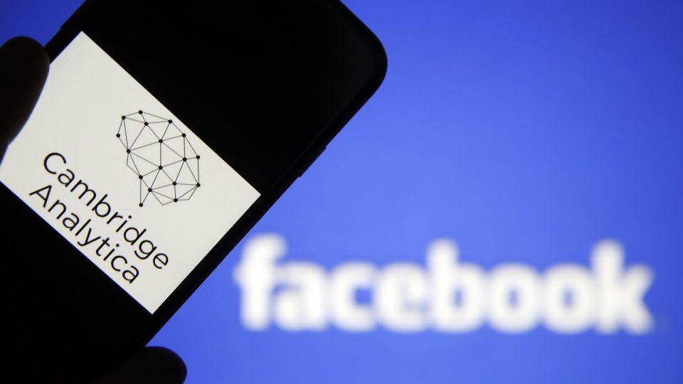 Фейсбук проинформирует пользователей, данные окоторых получила Cambridge Analytica