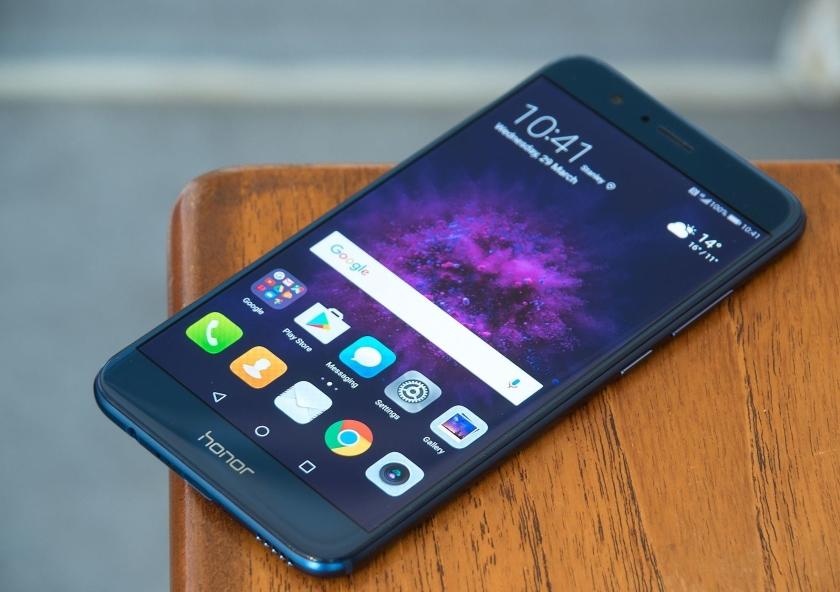 Флагманский смартфон 2016 года Honor 8 получит Android 8.0 Oreo