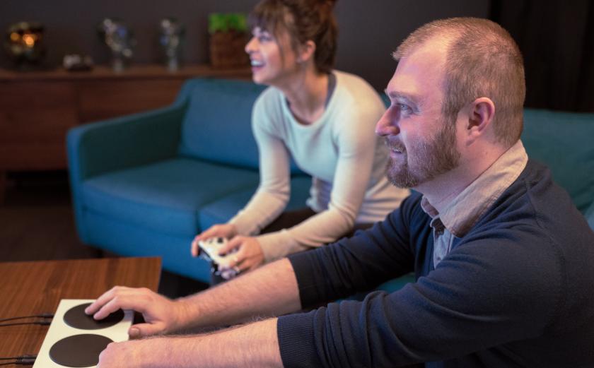 Microsoft представила Xbox Adaptive Controller для геймеров сограниченными возможностями