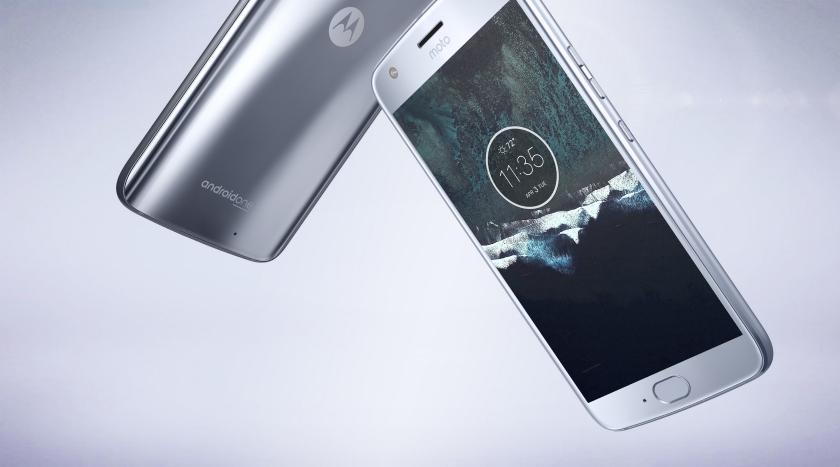 Google предложила владельцам Nexus 5X поменять их смартфон на Moto X4 Android One