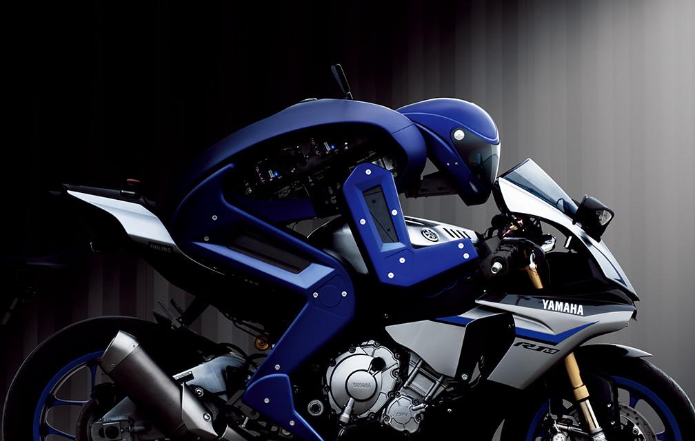 Мотобот против человека: Yamaha опубликовала запись гонки - видео