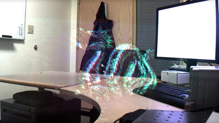 Новый голографический экран от Microsoft помещается внутри обычных очков