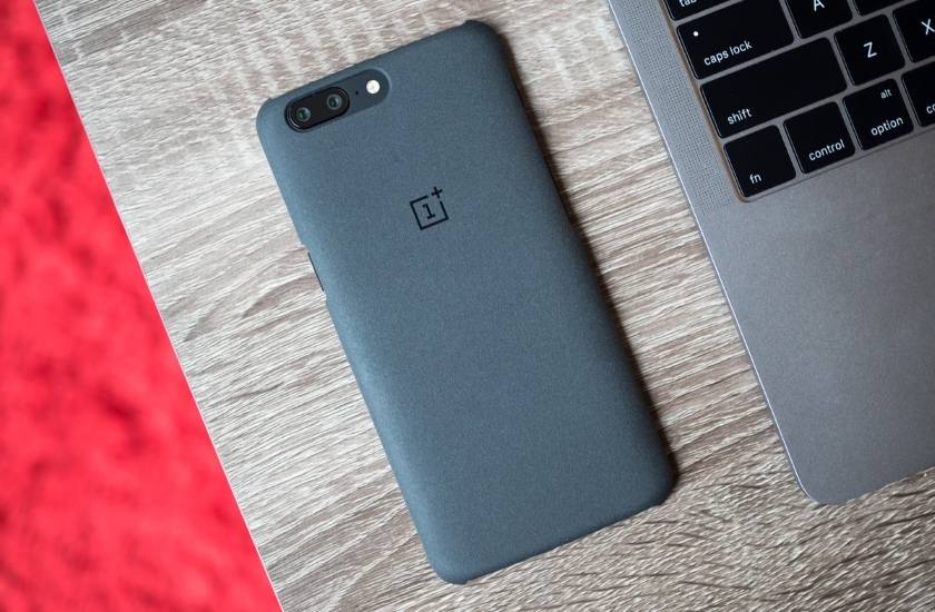 OnePlus confirmed the leakage of bank card data 40,000 customers