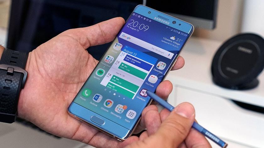 Компания Самсунг показала наибольшее падение продаж мобильных устройств