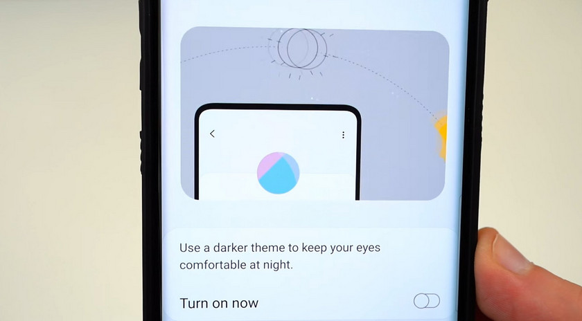 The beta version of the Samsung Galaxy Note 9 software in the frameless version of the Galaxy S10