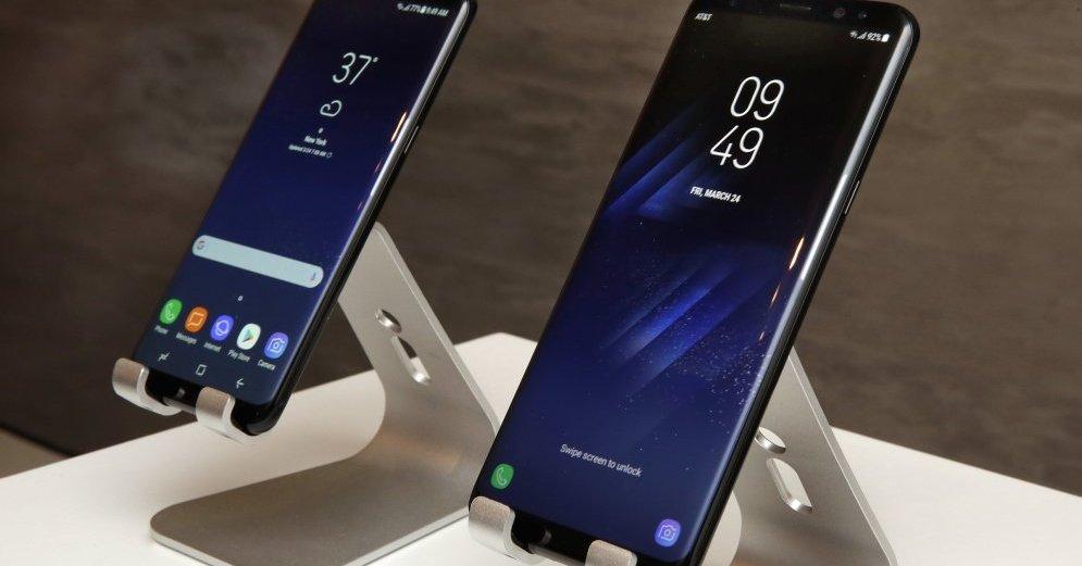 Самсунг  выпустит компактный смартфон без рамок