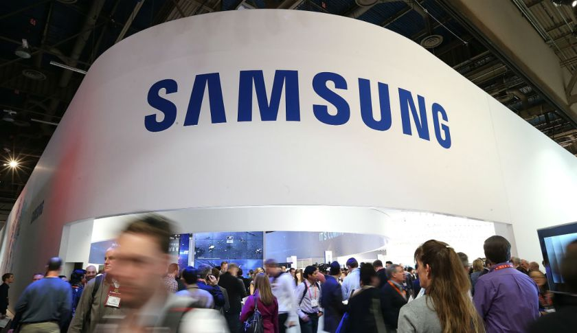 Самсунг показала OLED-дисплей, который можно свернуть врулон
