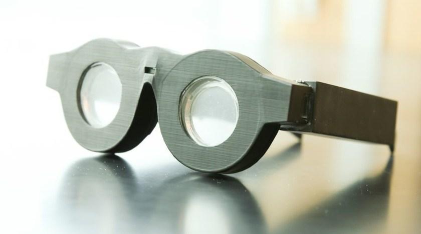 Американский профессор создал умные очки, которые автоматом фокусируются наобъекте