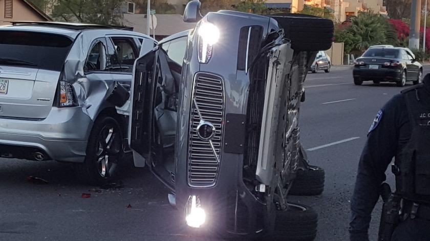 В США самоуправляемый автомобиль компании Uber попал в ДТП