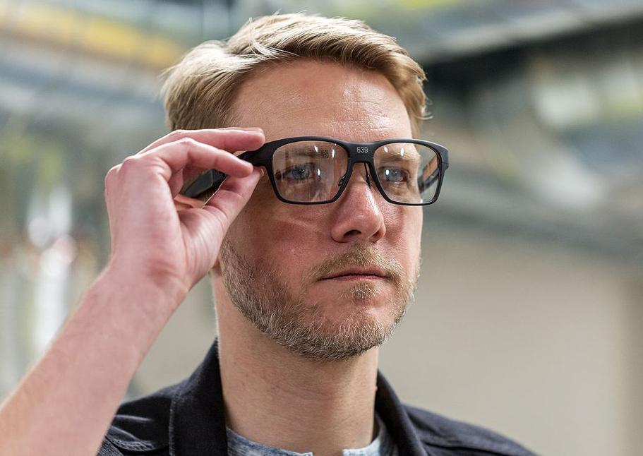 Intel показала смарт-очки Vaunt, которые проецируют картину насетчатку глаза