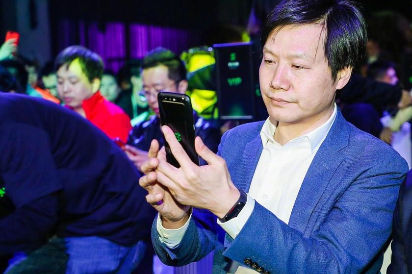 Фитнес-браслет Xiaomi Mi Band 3 разглядели на руке главы компании