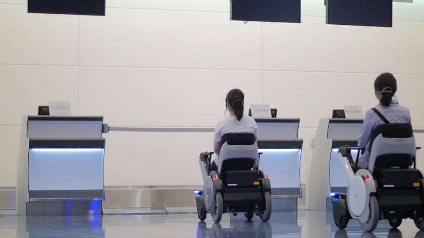 Кресла-коляски Panasonic савтопилотом помогают пассажирам ваэропорту Токио