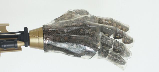 Ученые создали чувствительную к теплу, давлению и влажности искусственную кожу